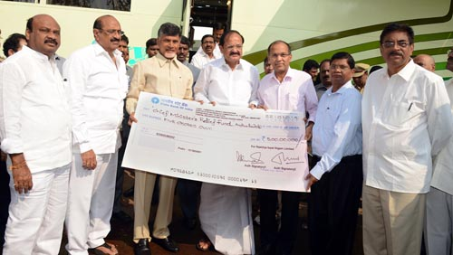 23-10-14 RINL CMD presents Rs 5 crore to CM at Collectorate, Visakhapatnam
