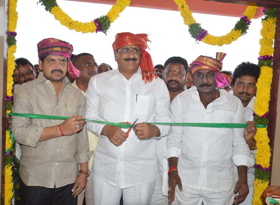Health, Excise Ministers and Bandar MP   Opening of  PHC  Buildding  at Bandar Mandal  Tallapalem, Chinnapurm